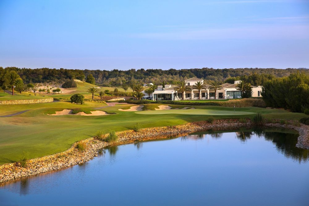 las-colinas-18th-and-clubhouse